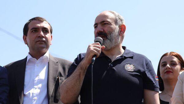 И.о. премьер-министра Никол Пашинян с предвыборной кампанией в Ширакской области (9 июня 2021). Мец Манташ - Sputnik Армения