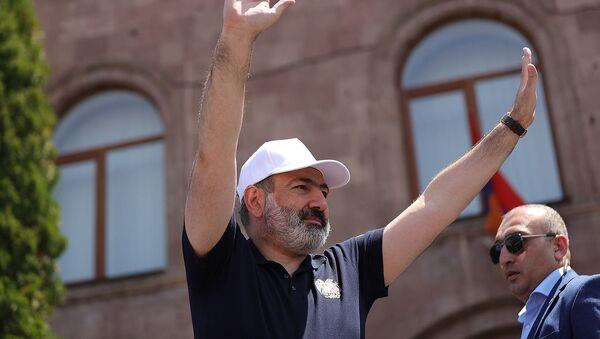И.о. премьер-министра Никол Пашинян с предвыборной кампанией в Ширакской области (9 июня 2021). Артик - Sputnik Армения