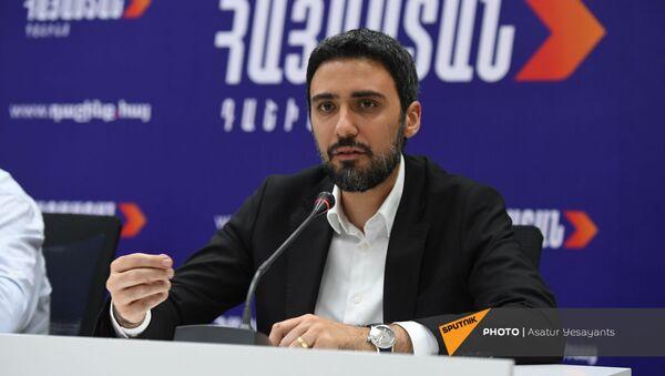 Арам Вардеванян во время брифинга блока Айастан (9 июня 2021). Еревaн - Sputnik Արմենիա