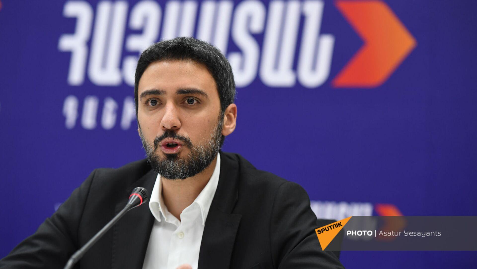 Арам Вардеванян во время брифинга блока Айастан (9 июня 2021). Еревaн - Sputnik Армения, 1920, 14.07.2021