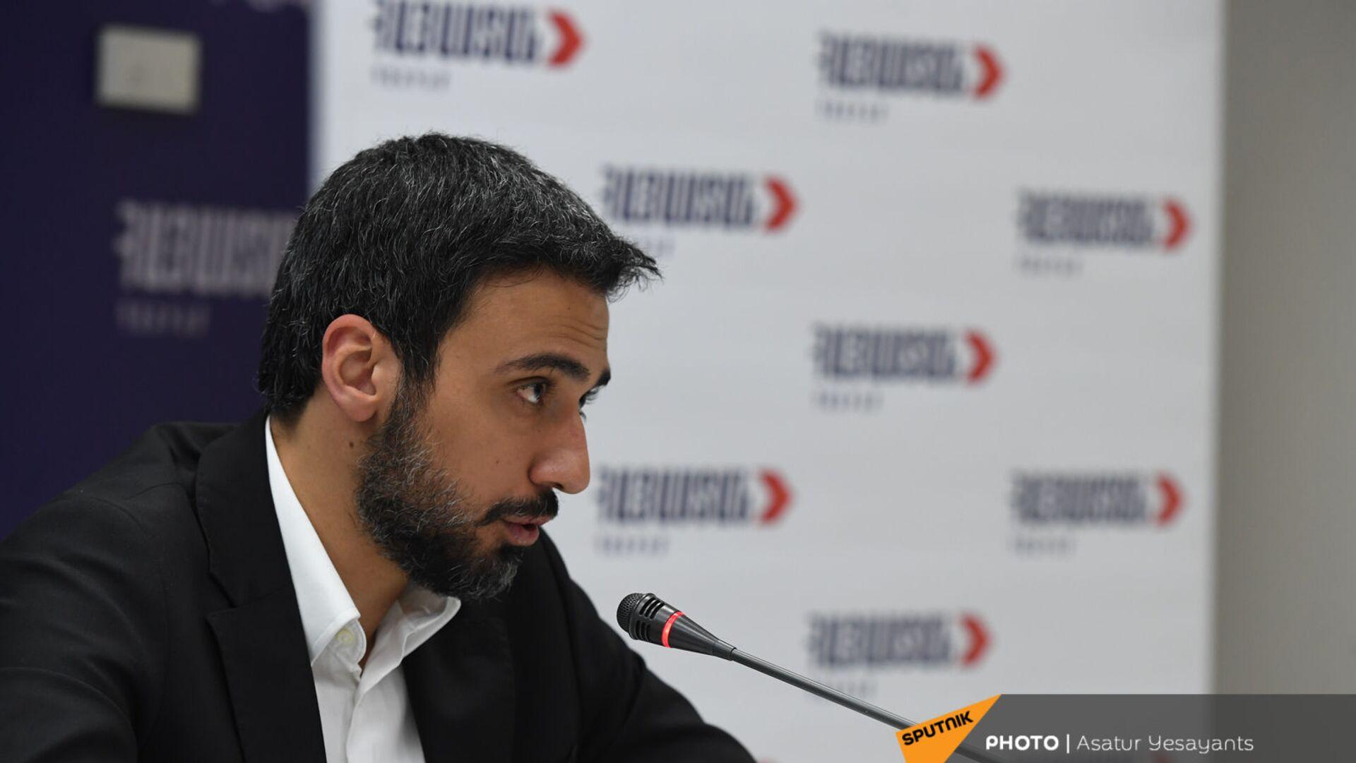 Арам Вардеванян во время брифинга блока Айастан (9 июня 2021). Еревaн - Sputnik Армения, 1920, 17.09.2021