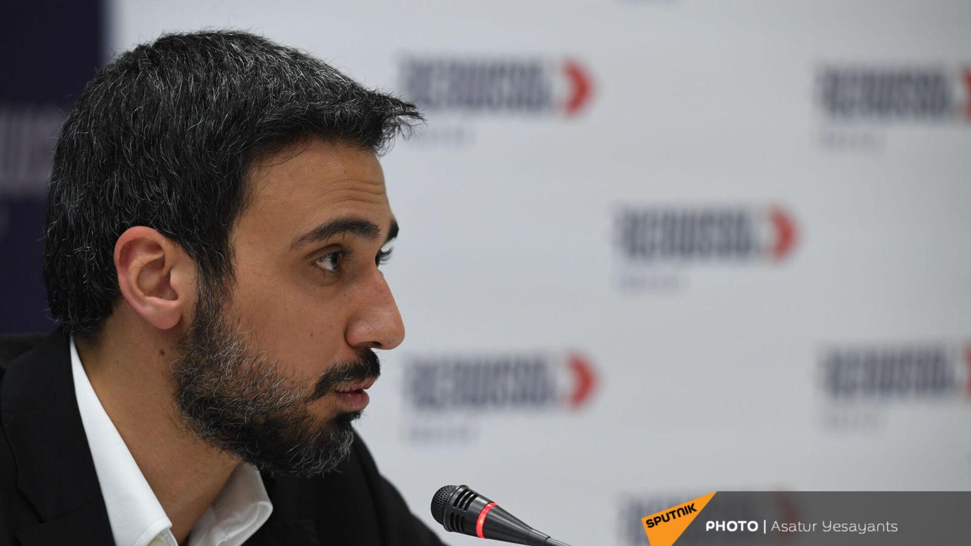 Арам Вардеванян во время брифинга блока Айастан (9 июня 2021). Еревaн - Sputnik Армения, 1920, 25.09.2021