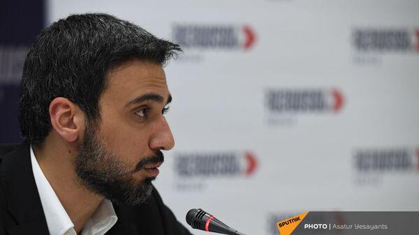 Арам Вардеванян во время брифинга блока Айастан (9 июня 2021). Еревaн - Sputnik Армения