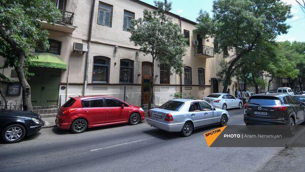 Здание по адресу улица Пушкина 10 с рестораном Долмама - Sputnik Արմենիա