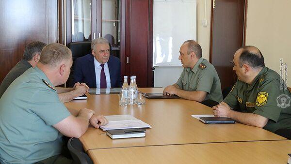 И.о. министра обороны Вагаршак Арутюнян провел встречу с руководством Управления внутреннего аудита Министерства обороны (10 июня 2021). Еревaн - Sputnik Արմենիա