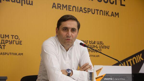 Пресс-конференция депутата НС, секретаря фракции Процветающая Армения Армана Абовяна (11 июня 2021). Еревaн - Sputnik Արմենիա