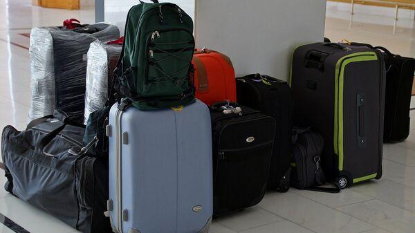 Чемоданы и сумки туристов, архивное фото - Sputnik Армения