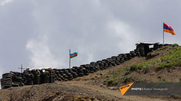 Армянский и азербайджанский посты у Сотка - Sputnik Армения