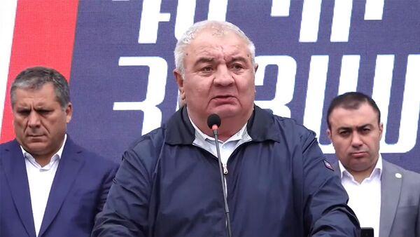 Юрий Хачатуров во время предвыборной агитационной кампании блока Айастан (13 июня 2021). Еревaн - Sputnik Արմենիա