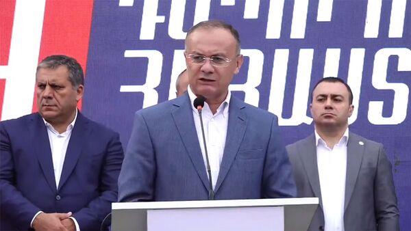 Сейран Оганян во время предвыборной агитационной кампании блока Айастан (13 июня 2021). Еревaн - Sputnik Армения