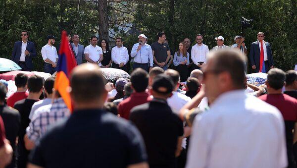 И.о. премьер-министра Никол Пашинян на предвыборной агиткампании в Котайкской области (13 июня 2021). Егвард - Sputnik Արմենիա