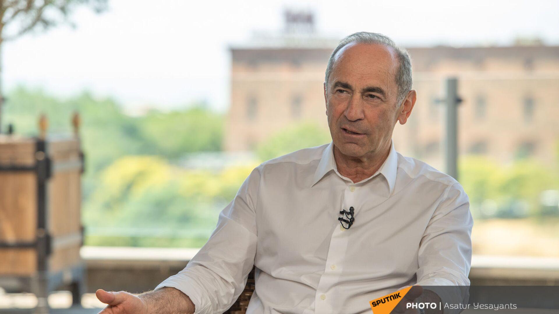 Роберт Кочарян во время интервью (14 июня 2021). Еревaн - Sputnik Армения, 1920, 20.09.2021
