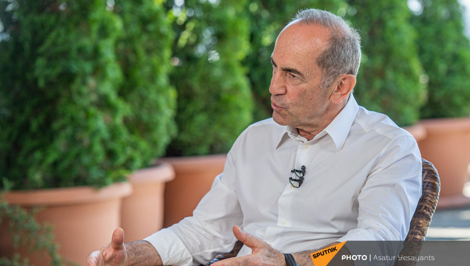 Роберт Кочарян во время интервью (14 июня 2021). Еревaн - Sputnik Արմենիա, 1920, 16.06.2021