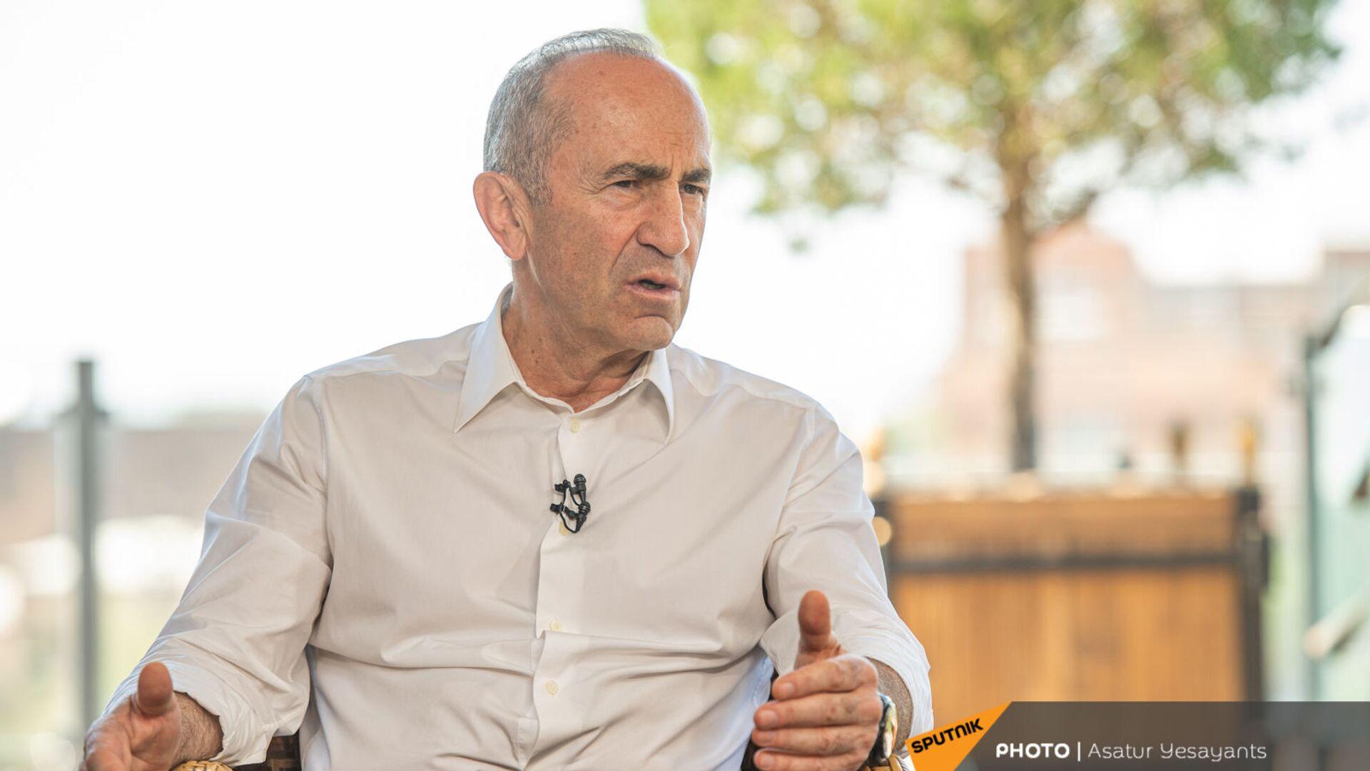 Роберт Кочарян во время интервью (14 июня 2021). Еревaн - Sputnik Արմենիա, 1920, 21.07.2021