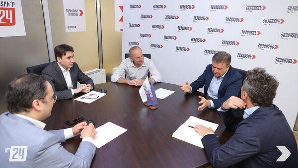Встреча второго президента РА Роберта Кочаряна и бывшего премьер-министра Карена Карапетяна (15 июня 2021). Еревaн - Sputnik Արմենիա
