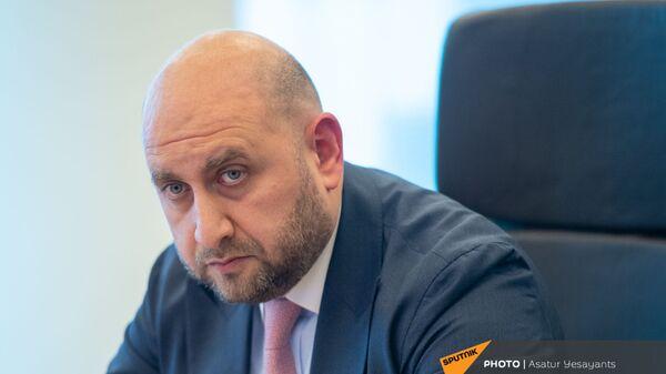 Председатель Центрального Банка Армении Мартин Галстян во время пресс-конференции (15 июня 2021). Еревaн - Sputnik Արմենիա