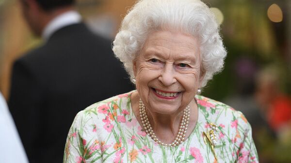 Британская королева Елизавета II на мероприятии в честь инициативы «Большой обед» в The Eden Project  - Sputnik Армения