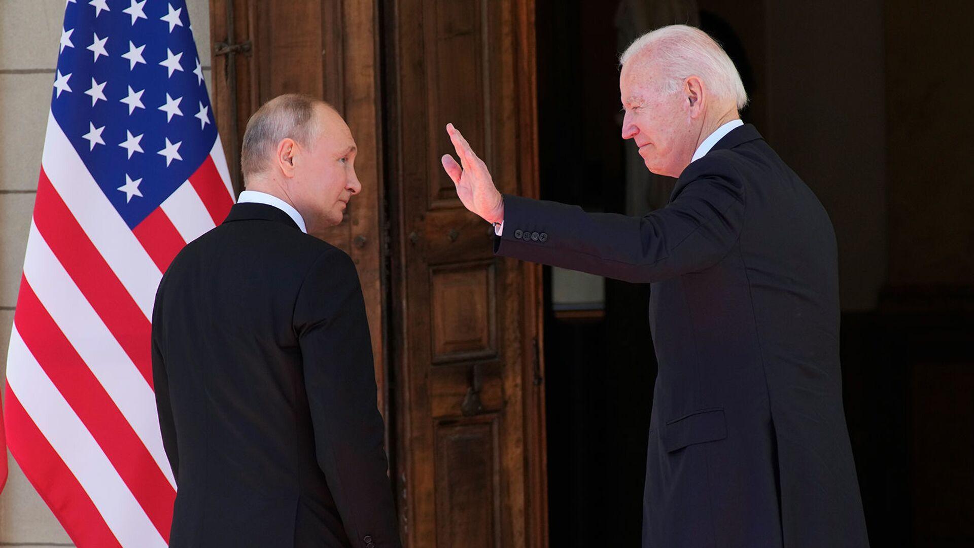 Президенты России и США Владимир Путин и Джо Байден входят в Виллу Ла Гранж во время их встречи (16 июня 2021). Женева - Sputnik Армения, 1920, 22.09.2021