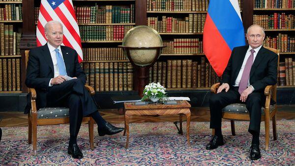 Президент России и США Владимир Путин и Джо Байден во время встречи на вилле Ла Гранж (16 июня 2021). Женева - Sputnik Արմենիա