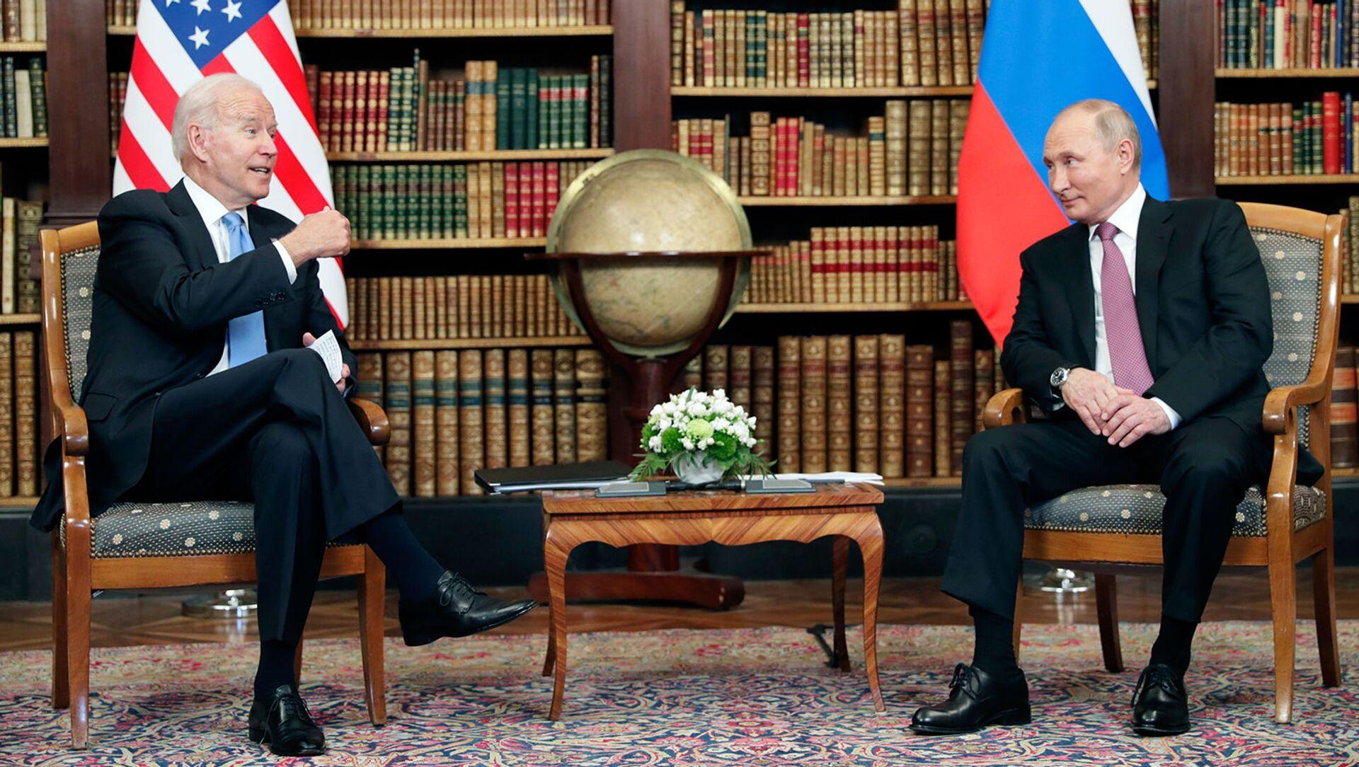 Президент России и США Владимир Путин и Джо Байден во время встречи на вилле Ла Гранж (16 июня 2021). Женева - Sputnik Армения, 1920, 06.07.2021
