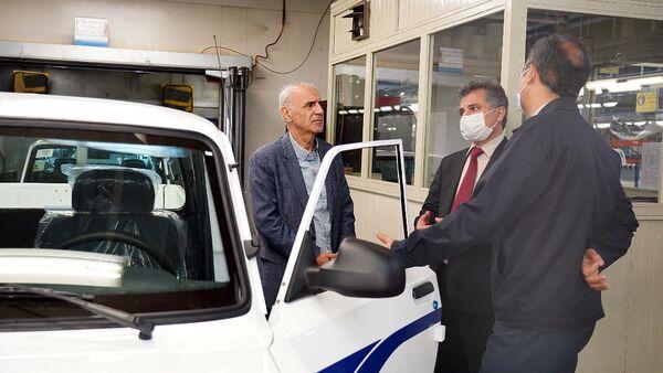 Чрезвычайный и Полномочный посол Армении в Иране Арташес Туманян посетил автокомпанию Bahman Group и встретился с гендиректором Бююком Алиморадлу (16 июня 2021). Иран - Sputnik Արմենիա