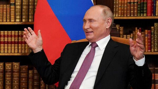 Президент России Владимир Путин на встрече с президентом США на вилле Ла Гранж - Sputnik Армения