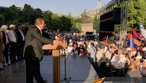 Лидер партии Процветающая Армения Гагик Царукян на предвыборном агитационном митинге на площади Свободы (17 июня 2021). Еревaн - Sputnik Արմենիա