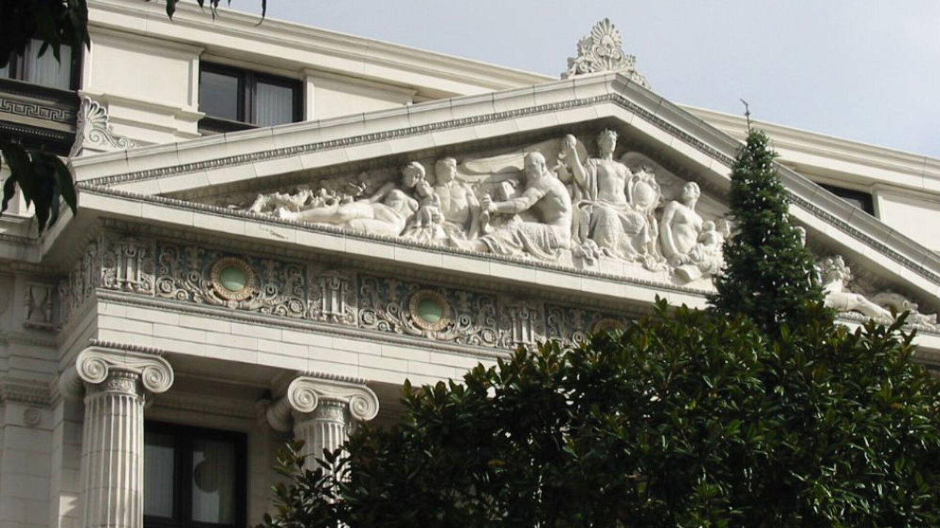 Деталь картины, вырезанной Хейгом Патигианом в 1919 году над главным входом в здание Метрополитен Лайф (ныне отель San Francisco Ritz Carlton) - Sputnik Արմենիա, 1920, 23.06.2021