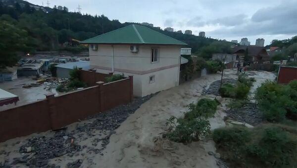 Реки на улицах и эвакуация крокодилов: кадры последствий потопа в Керчи - Sputnik Армения