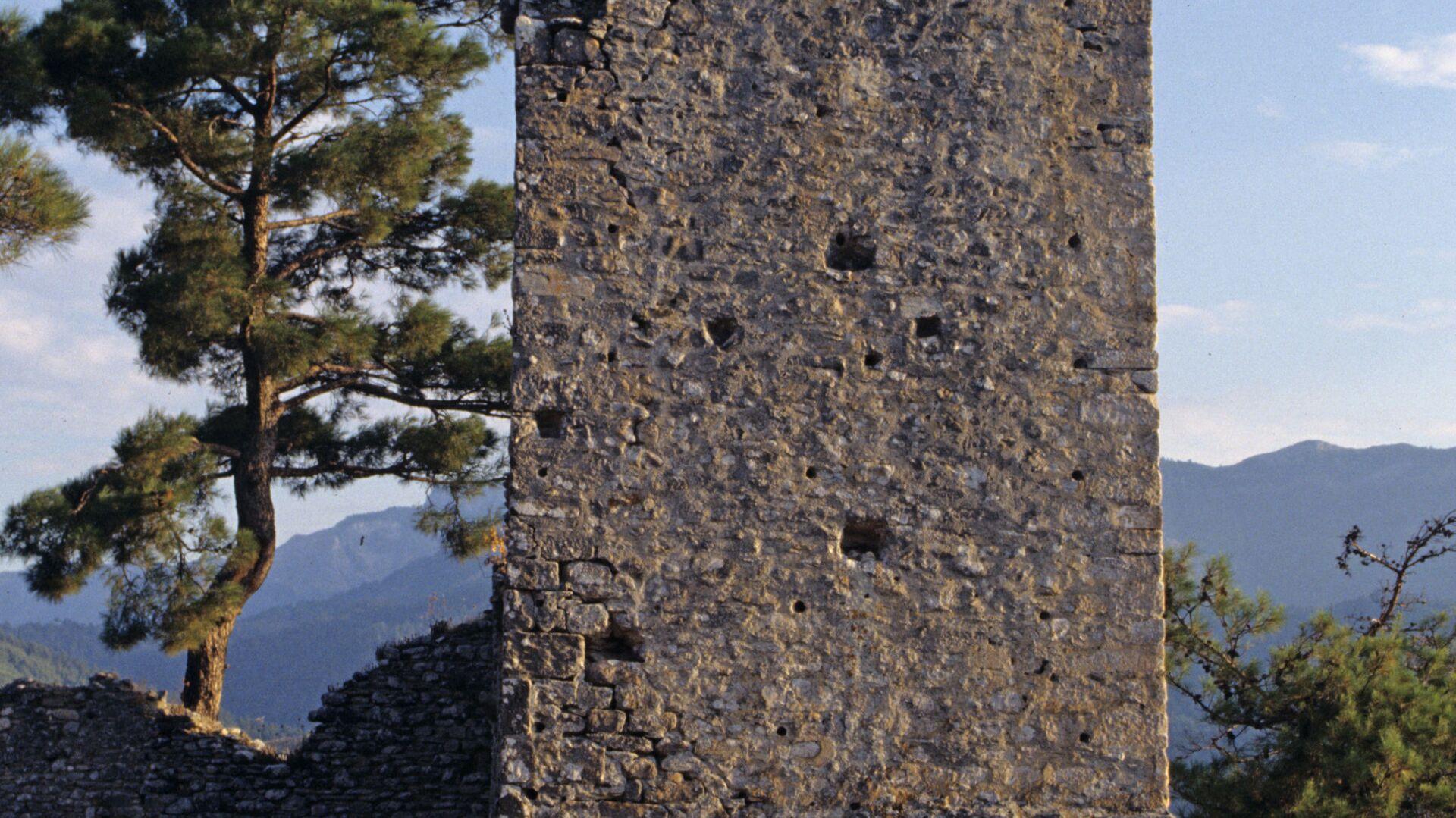 Развалины старинного замка на острове Тассос. - Sputnik Արմենիա, 1920, 19.06.2021