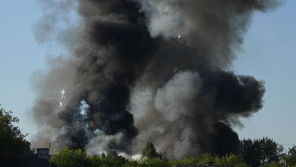 Склад пиротехники горит в Москве - Sputnik Армения