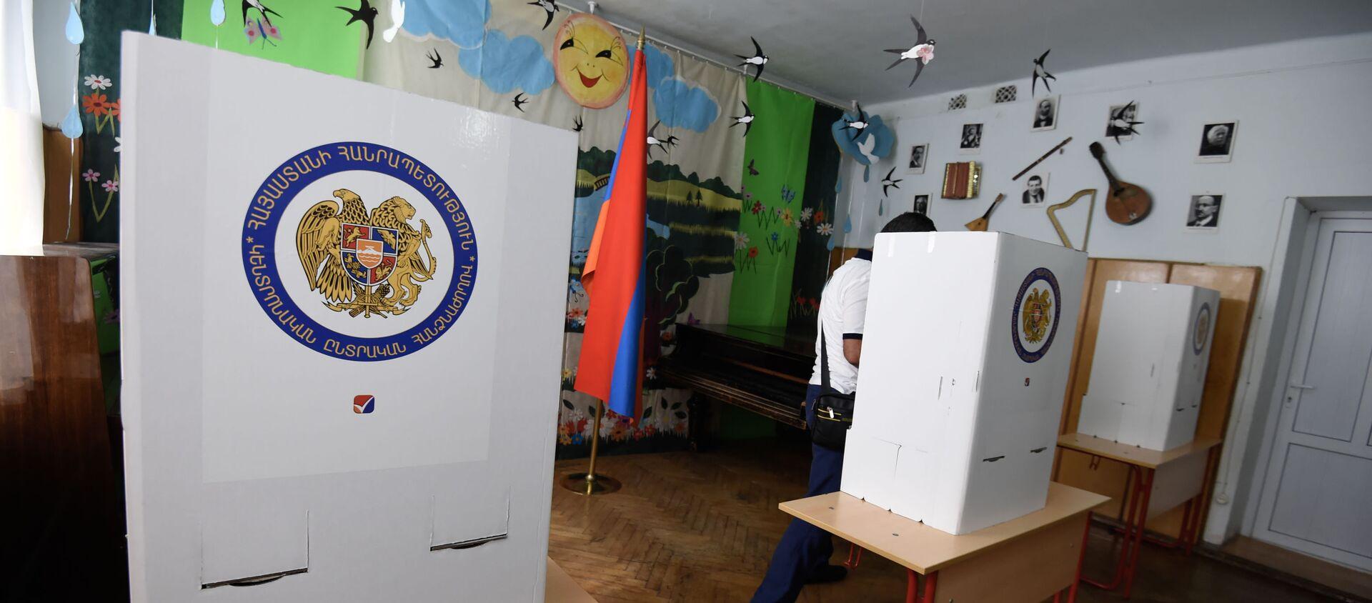 Утро на одном из избирательных участков  во время внеочередных парламентских выборов в Армении (20 июня 2021). Еревaн - Sputnik Արմենիա, 1920, 29.06.2021