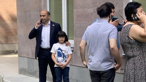 Лидер партии Просвещенная Армения Эдмон Марукян во время внеочередных парламентских выборов в Армении (20 июня 2021). Еревaн - Sputnik Արմենիա