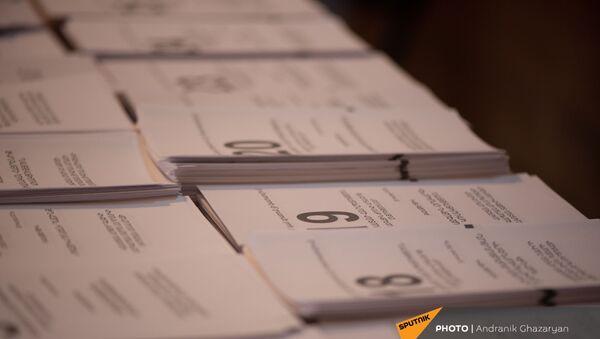 Утро на одном из избирательных участков  во время внеочередных парламентских выборов в Армении (20 июня 2021). Еревaн - Sputnik Армения