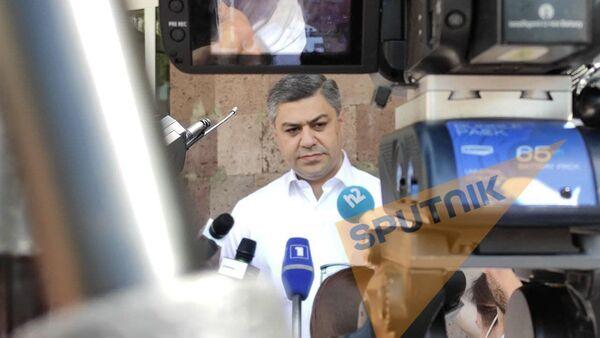 Лидер партии Отечество и член блока Честь имею Артур Ванецян во время внеочередных парламентских выборов в Армении (20 июня 2021). Еревaн - Sputnik Արմենիա