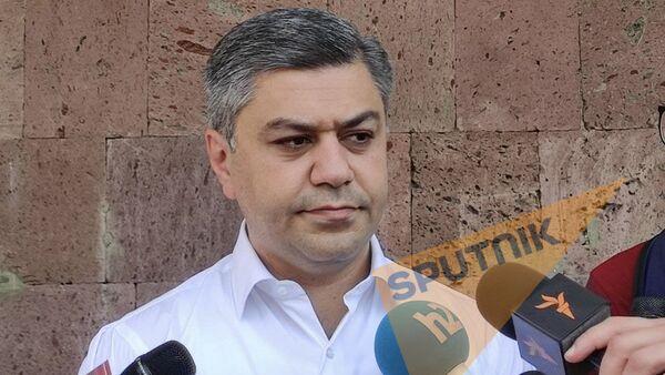Лидер партии Отечество и член блока Честь имею Артур Ванецян во время внеочередных парламентских выборов в Армении (20 июня 2021). Еревaн - Sputnik Армения