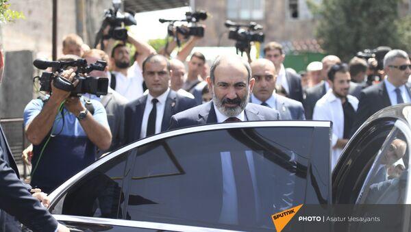И.о. премьер-министра Никол Пашинян во время внеочередных парламентских выборов в Армении (20 июня 2021). Еревaн - Sputnik Արմենիա