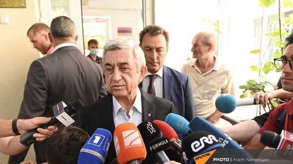 Третий президент Армении Серж Саргсян во время внеочередных парламентских выборов в Армении (20 июня 2021). Еревaн - Sputnik Армения