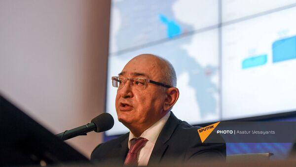 Председатель ЦИК Тигран Мукучян объявляет предварительные данные внеочередных парламентских выборов по состоянию на 20:00 во время брифинга (20 июня 2021). Еревaн - Sputnik Армения