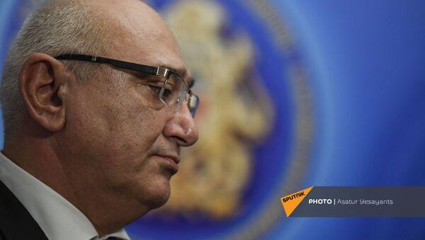 Председатель ЦИК Тигран Мукучян по окончании брифинга (20 июня 2021). Еревaн - Sputnik Արմենիա