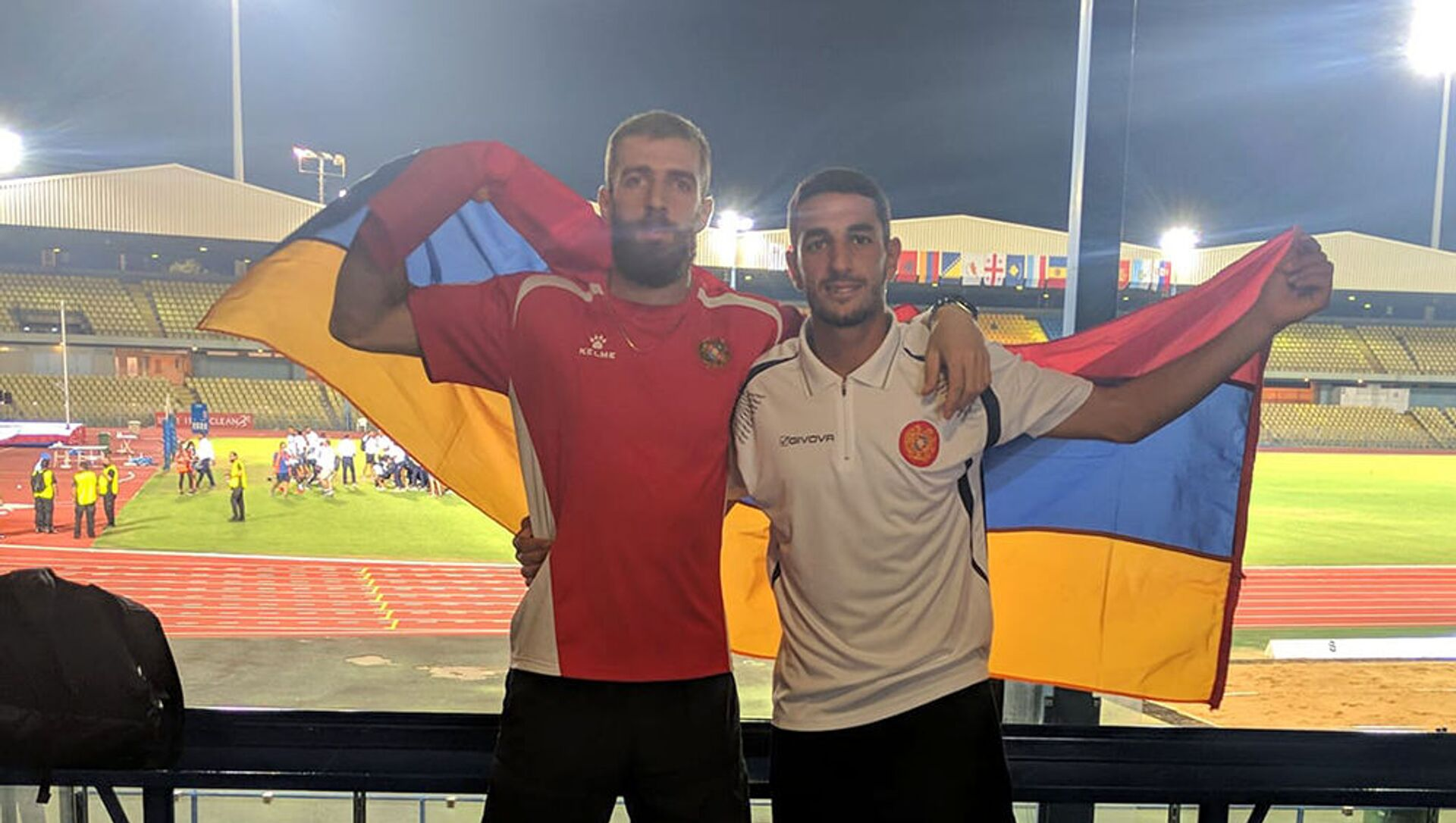 Левон Агасян (слева) выиграл тройной прыжок на командном ЧЕ в Лимасоле и набрал максимум очков для своей команды  - Sputnik Արմենիա, 1920, 21.06.2021