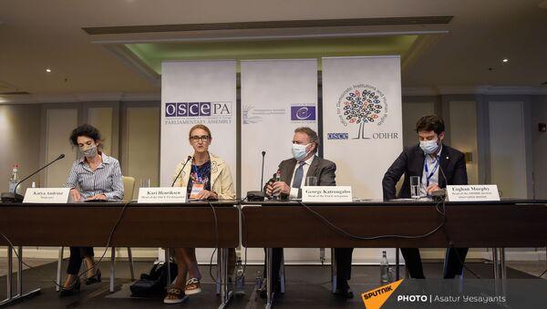 Брифинг наблюдателей ОБСЕ по итогам внеочередных парламентских выборах в Армении (21 июня 2021). Еревaн(21 июня 2021). Еревaн - Sputnik Армения
