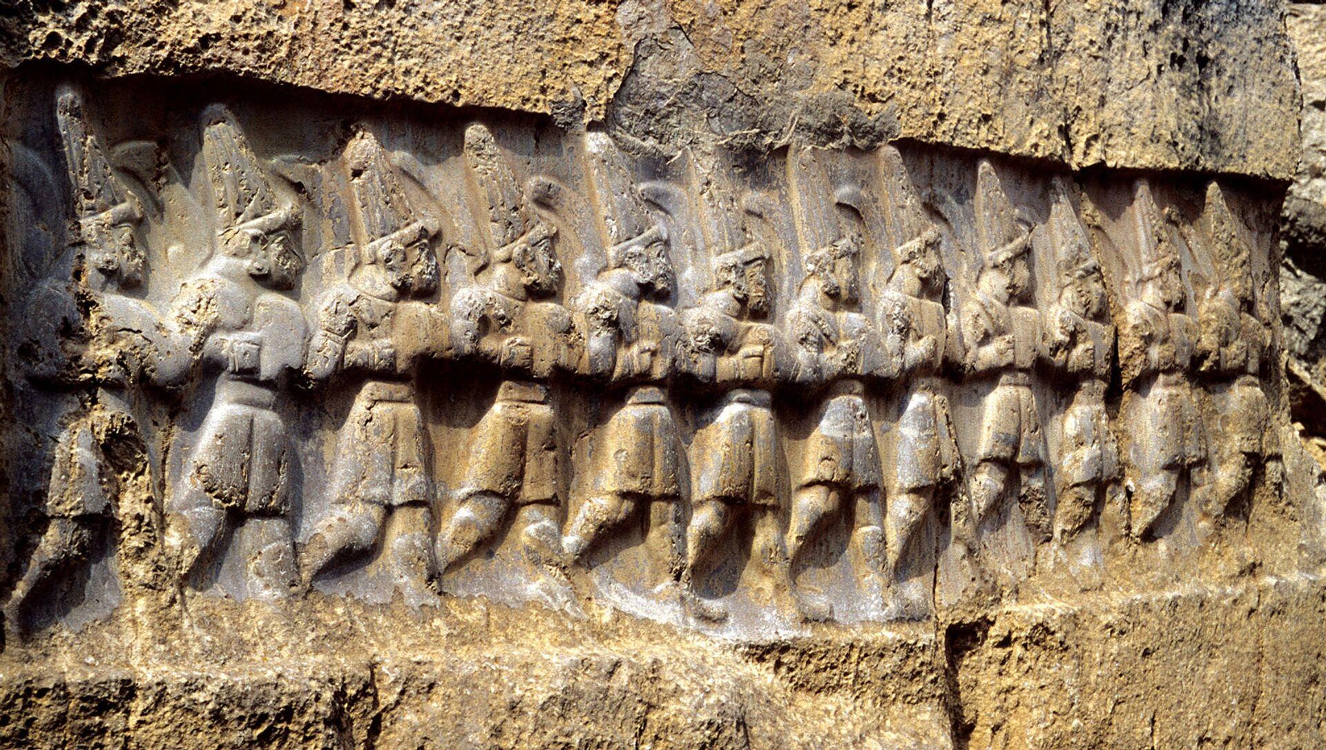 Рельеф с изображением 12 богов подземного царства в хеттском святилище Язылыкая - Sputnik Արմենիա, 1920, 22.06.2021