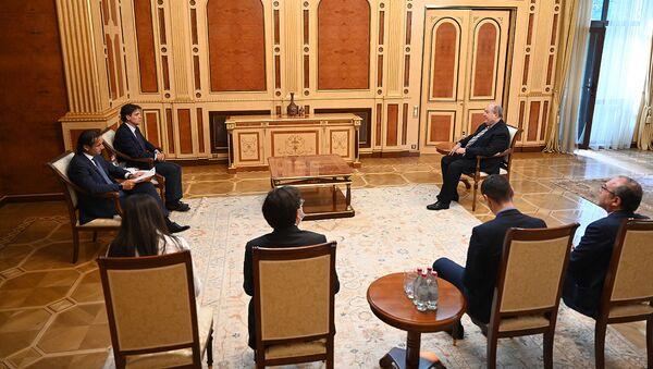 Президент Армен Саркисян принял директора БДИПЧ ОБСЕ Маттео Мекачи и генсекретаря ПA ОБСЕ Роберто Монтеллу, которые осуществили наблюдательскую миссию внеочередных выборов в НС Армении (21 июня 2021). Еревaн - Sputnik Армения