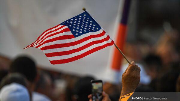 Американский флаг на митинге в поддержку победы партии Гражданский договор на внеочередных выборах (21 июня 2021). Еревaн - Sputnik Արմենիա