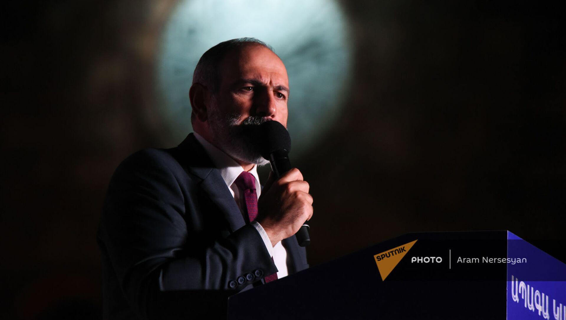 И.о. премьер-министра Никол Пашинян выступает с речью на митинге в поддержку победы партии Гражданский договор на внеочередных выборах (21 июня 2021). Еревaн - Sputnik Армения, 1920, 21.06.2021