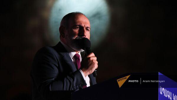 И.о. премьер-министра Никол Пашинян выступает с речью на митинге в поддержку победы партии Гражданский договор на внеочередных выборах (21 июня 2021). Еревaн - Sputnik Армения
