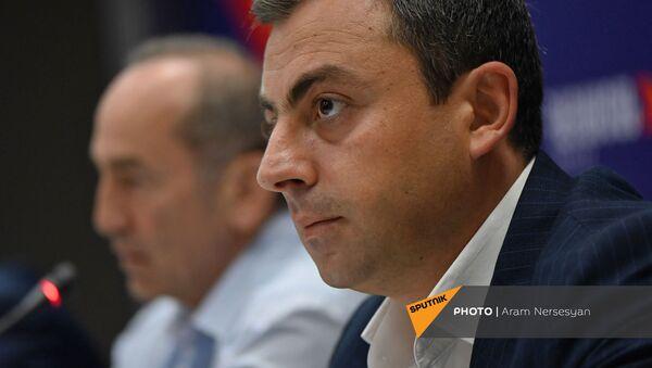 Ишхан Сагателян на пресс-конференции лидеров блока Айастан (22 июня 2021). Еревaн - Sputnik Արմենիա