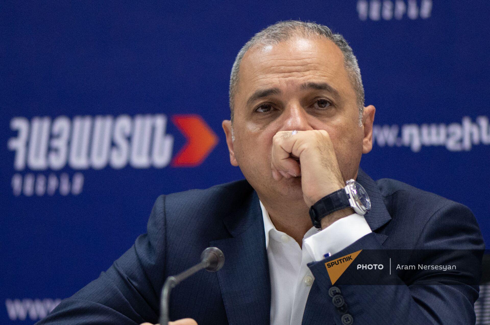 Ваге Акопян на пресс-конференции лидеров блока Айастан (22 июня 2021). Еревaн - Sputnik Արմենիա, 1920, 14.09.2021