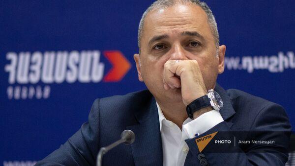 Ваге Акопян на пресс-конференции лидеров блока Айастан (22 июня 2021). Еревaн - Sputnik Армения